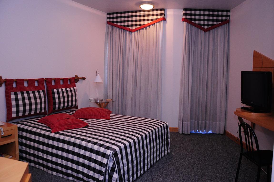 Acomodações Suite Vermelha e Preta Park Hotel Morotin Foto 01